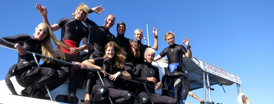 dive2gether crew on boat